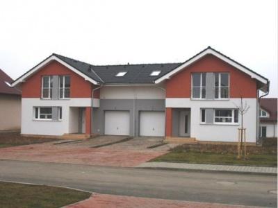 Libeznice domy u skoly